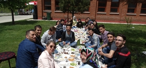 Domaniç'te öğrencilere mangal partisi