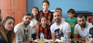 Eskişehirsporlu futbolcular miniklerin misafiri oldular