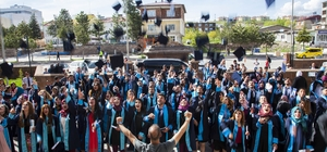 Ahlat MYO'da mezuniyet coşkusu