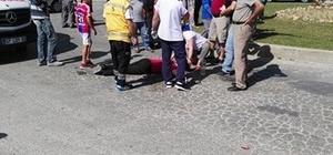 anavgat'ta otomobil ile motosiklete çarptı: 2 yaralı