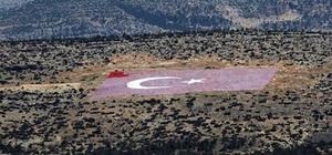 21 dönümlük Türk bayrağının yeniden boyanmasına başlandı