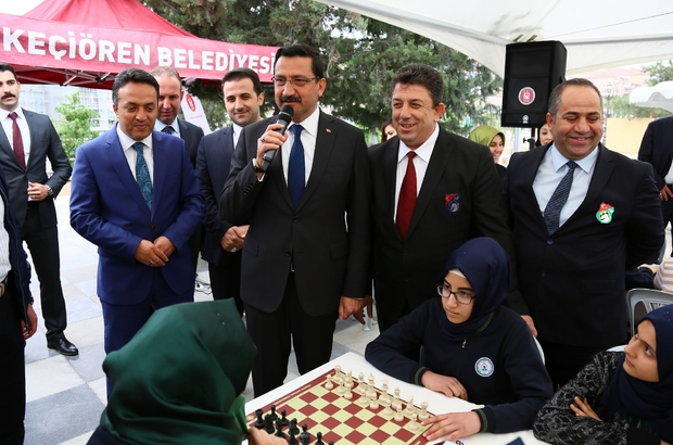Keçiörenli gençler satranç tahtasında
