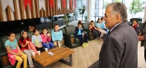 75. yıl Rezan Has İlköğretim Okulu öğrencileri Melikgazi molasında