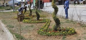 Başkale Belediyesinden çiçek ekimi