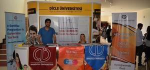 Anadolu Üniversitesi, DÜ'de stant açtı