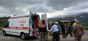 Isparta'da kamyon ile minibüsün çarpıştı: 18 yaralı