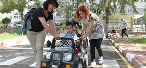 Özel çocuklar Trafik Park'ta