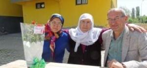 Başkan Ertürk'ten annelere çiçek