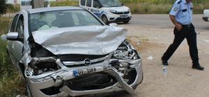 Adana'da 2 otomobil çarpıştı: 5 yaralı
