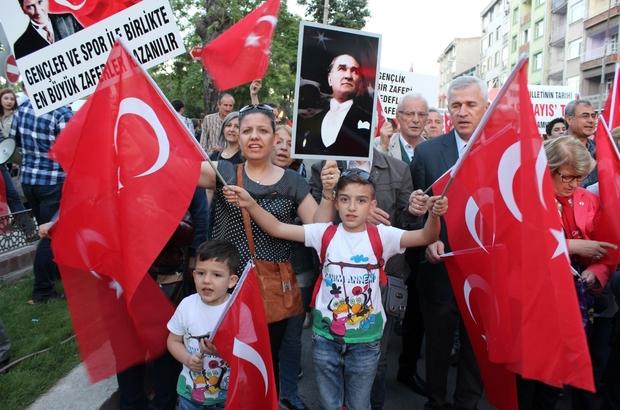 Edirne'de 19 Mayıs Fener Alayı