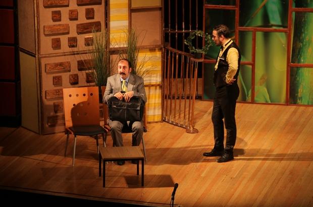 Ünlü oyuncular Kayseri'deki tiyatro severlerle buluştu