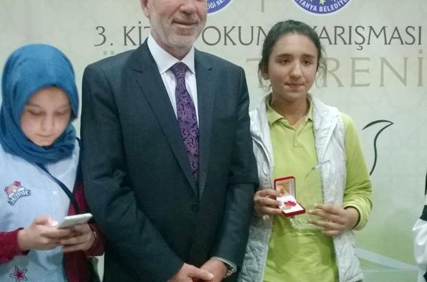 Kitap okuma yarışmasında Hisarcık Kutluhallar köyü ortaokulu öğrencisi il birincisi