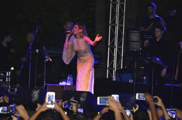 Mersinliler, 19 Mayıs'ta Ayla Çelik ile coştu