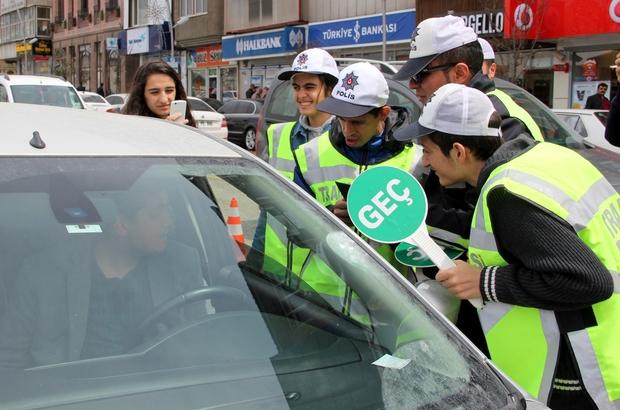 Engelli çocuklar trafik polisi oldu