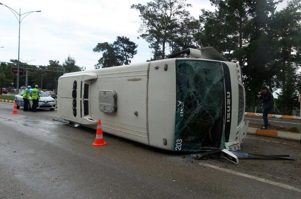 Kemer'de trafik kazası: 13 yaralı