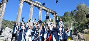 Euromos Antik Kentinde arkeoloji öğrencilerinin kep sevinci