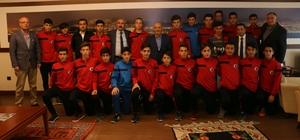 Şampiyon Kartal Belediyesporlular'dan Başkan Altınok Öz'e ziyaret