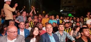 Başkan Sözlü, maçı dev ekranda vatandaşlarla birlikte izledi