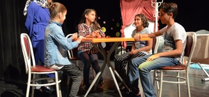 Müzik Akademisi kursiyerlerinin tiyatro heyecanı
