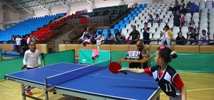 Minikler masa tenisinde yarıştı