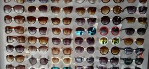 Yeni model güneş gözlükleri raflardaki yerini aldı