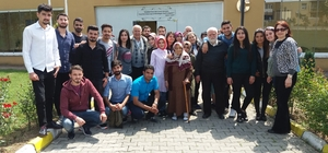 Çağrı Merkezi hizmetleri bölümü öğrencileri yaşlıları ziyaret etti