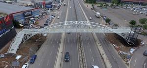 Büyükşehir'den, bir gecede yaya köprüsü
