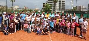Erdemli Belediyesi'nin düzenlediği tenis turnuvası sona erdi