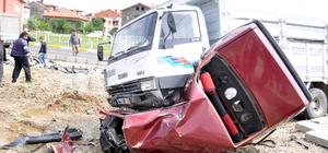 Hurdaya dönen otomobilden hafif yaralı kurtuldu