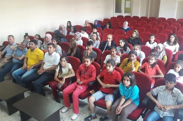 Topluluk önünde İngilizce konuşma yarışması düzenlendi