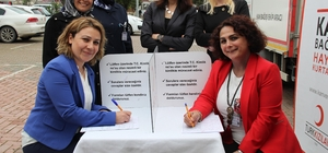 """Sağlıkçılardan Türk Kızılayı'nın """"Kadın Hayata Kan Verir"""" projesine destek"""