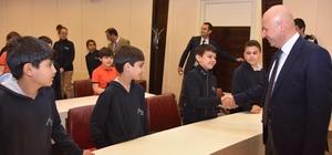 Başkan Çolakbayrakdar minik misafirlerini ağırladı