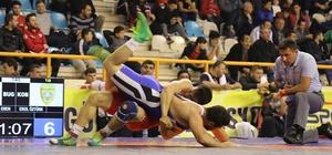 Yüreğir Belediyesi Güreş Takımı çeyrek finalde