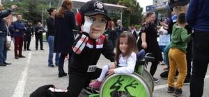 Engelli polis çocukları için eğlence