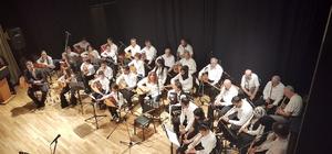 Enstrüman kursu alan öğrencilerden yıl sonu konseri