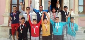 Edirne Belediyesi güreşçileri başarıdan başarıya koşuyor