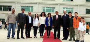Başkan Karaosmanoğlu, Doğa Koleji'ni ziyaret etti