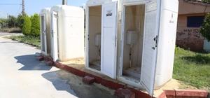 Mezitli sahilindeki seyyar tuvaletler ve çöp kutuları kırılarak tahrip edildi