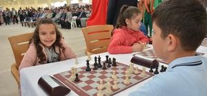 Bilecik'te ödüllü Satranç Turnuvası düzenliyor
