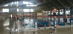 Edremit Belediyesi öğrencileri havuzla buluşturdu
