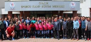 Kardemir Karabüksporlu futbolcular öğrencilerle buluştu