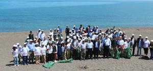 Öğrenciler Akçakoca sahilini temizledi