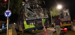Belediye otobüsü yüksek gerilim hattı direğine çarptı: 1 yaralı