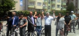 Soruların tamamını doğru cevaplayanlara bisiklet hediye edildi