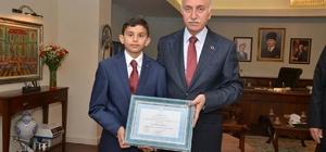 Vali Şahin'den Türkiye birincisine ödül