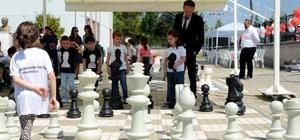 Minik öğrenciler satranç turnuvasında kapıştı