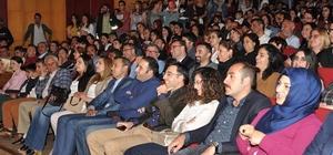 """Tunceli'de """"Kocamın Nişanlısı"""" tiyatro oyunu sahnelendi"""