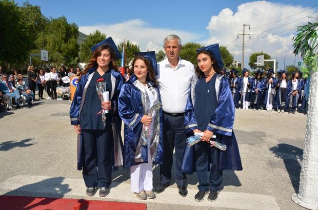 Söke Sağlık Meslek Lisesi 3 bölümde son mezunlarını verdi