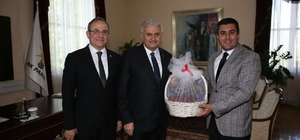Başkan Uğurlu'dan Başbakan Yıldırım'a kiraz hediyesi