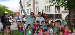 Ülkücüler Türkmen çocuklarının yanında